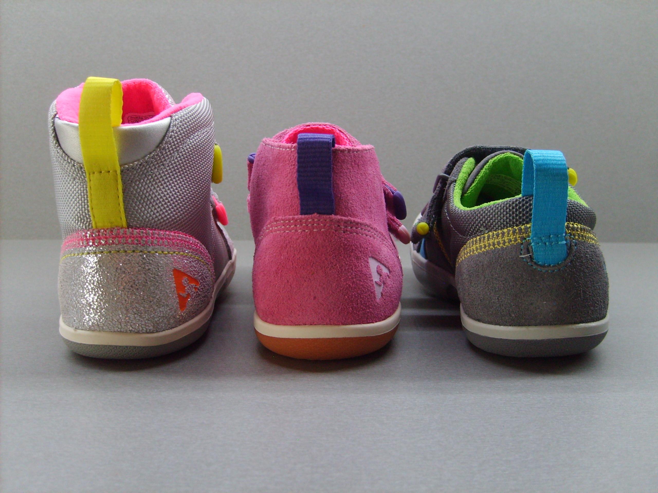 Hlavní rozdíl je ve výšce bot. Ty jsou klasické nízké tenisky. Lou a Max  jsou vyšší nad kotníky. ec6613c33e6